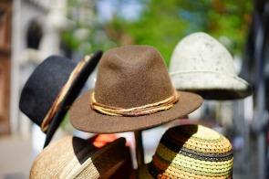 hats-829509_1920
