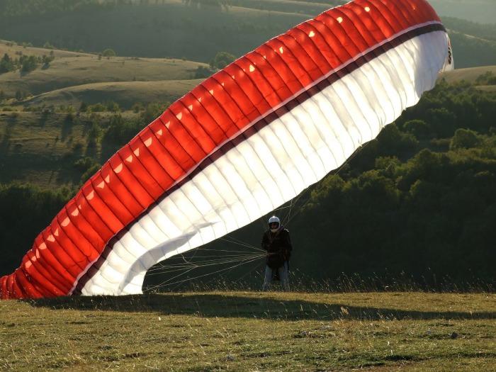 parachute-114368_1920