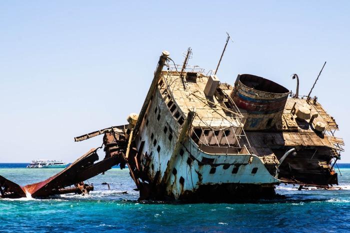 shipwreck-2727400_1920